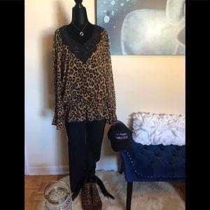 🌟2/$25🌟JONES NEW YORK leopard print blouse